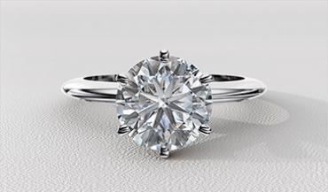 Помолвочные золотые кольца с одним очень большим бриллиантом