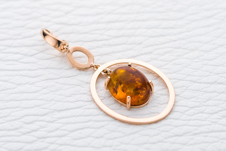 Подвеска Amber из красного золота с янтарем
