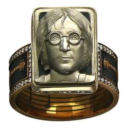 Мужское кольцо Джон Леннон из комбинированного золота c бриллиантом