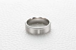 Кольцо из белого золота без камней