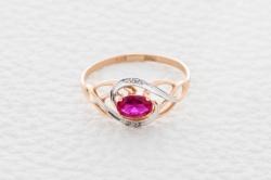 Кольцо Favorite из красного золота с рубином ГТ и бриллиантом