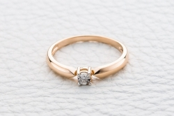 Кольцо Simple из красного золота с фианитом