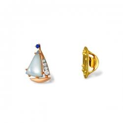 Значок Кораблик из золота с перламутром, фианитом, шпинелью