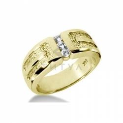 Мужское кольцо из желтого золота с муассанитами