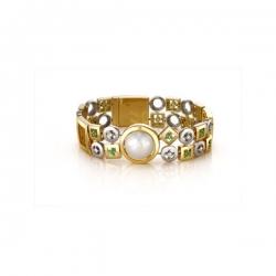 Браслет из золота с бриллиантами, белым жемчугом, изумрудами