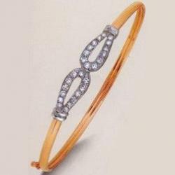 Золотой браслет с вставкой металлической и фианитами