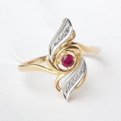 Кольцо из желтого золота с рубином, бриллиантами