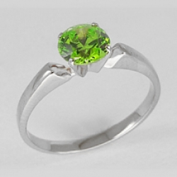 Женское кольцо из белого золота с хризолитом