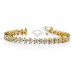 Широкий браслет из желтого золота с муассанитами
