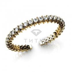 Жесткий браслет из желтого золота с муассанитами