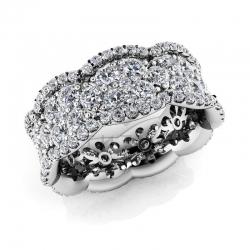 Модное кольцо с муассанитами из белого золота