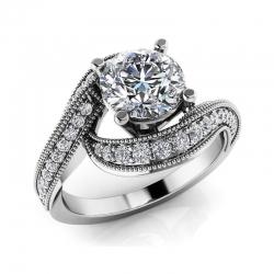 Помолвочное винтажное кольцо из белого золота с бриллиантами