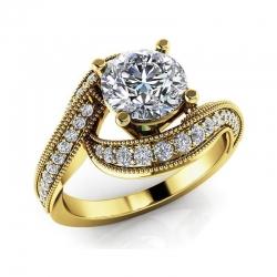 Помолвочное винтажное кольцо из желтого золота с бриллиантами