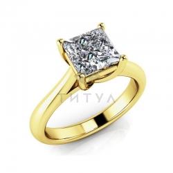 Помолвочное кольцо из желтого золота с большим муассанитом