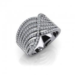 Модное кольцо с бриллиантами из белого золота