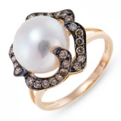 Золотое кольцо c бриллиантами и белым жемчугом
