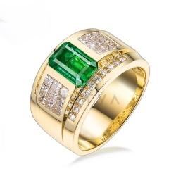 Мужское кольцо из желтого золота с изумрудом, бриллиантами